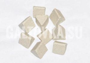 Галтовочные тела на керамической основе в форме треугольников